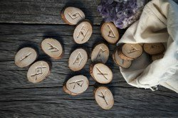 Gratis Runen-Legung Online Shutterstock