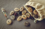 Dagaz Daeg Runen-Zauber Foto: ©  Borys Vasylenko @ shutterstock