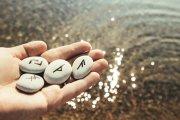 Runen Foto: ©  FotoHelin @ shutterstock
