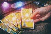 Wie funktioniert das Kartenlegen - der Blick in die Zukunft ©  Monika Wisniewska @ shutterstock