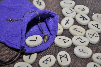 Rune,magische Zeichen,Runenalphabet Foto: ©  Fotosasch @ Fotolia