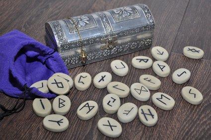 Runenalphabet,Rune,Futhark Foto: ©  Fotosasch @ Fotolia