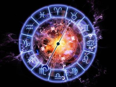 Astrologie, Astrologe, Zukunft, Vergangenheit, Horoskop Foto: ©  agsandrew @ Fotolia