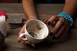 Kaffeesatzlesen  Foto: ©   Africa Studio.jpg @ shutterstock
