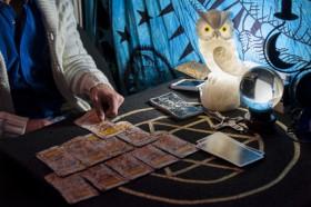 Karma Karten befragen,Kartenlegen lernen Foto: ©  zummolo @ Fotolia