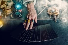 Realitätszustände Crowley Tarot,Bedeutung Kleine Arkana Crowley Tarot Foto: ©  WICHAI WONGJONGJAIHAN @ shutterstock