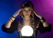 Kristallkugel - Visionen der Zukunft  Foto: ©  Pete Saloutos @ Fotolia