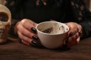 Kaffeesatz lesen - eine fast vergessene Kunst  Foto: ©   Africa Studio @ shutterstock
