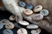 Rune 1 im Futhark - Fehu  Foto: ©  Borys Vasylenko @ shutterstock