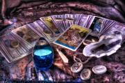 Cartomancia - Un viaje a través del mundo de las cartas Foto: ©  LunarVogel @ shutterstock