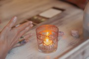 Intuitives Kartenlegen - Verbindung mit der geistigen Welt  Foto: ©  Natalie magic @ shutterstock