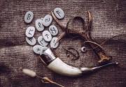 Die Magie der Runen   Foto: ©  FotoHelin @ shutterstock