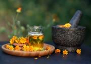 Ätherische Öle und Essenzen für Ihr Wohlbefinden  Foto: ©  Natalia Shmatova @ shutterstock