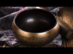 Tibetanische Klangschale zur Meditation und zur Anwendung von Reiki (60min) Foto: © konradbak @ Fotolia